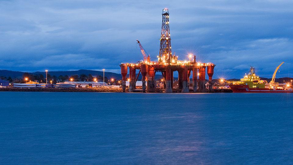 north sea rig oil gas lights