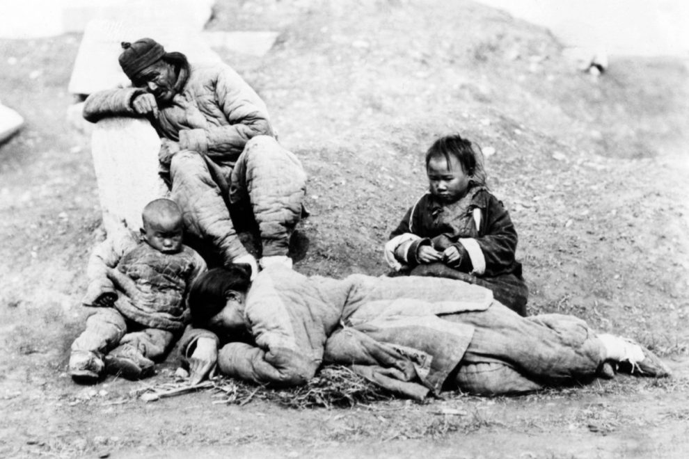 Flesh banquets, ripped out hearts & victims eaten ALIVE – China's gruesome cannibal past the Communists covered up