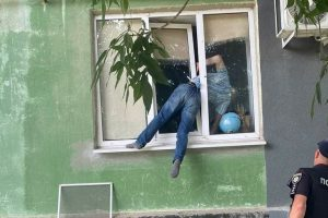 Bloke gets crushed in window trying to break into his ex's flat to 'pester her for sex'